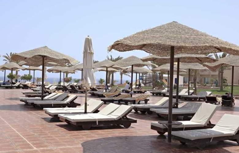 Three Corners Sea Beach Resort - Hotel - 3