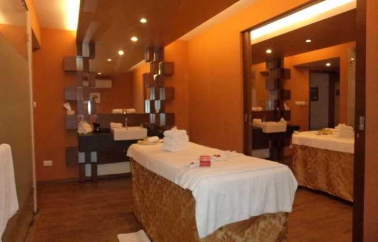 Royal Orchid Beach Resort & Spa - Hotel - 0