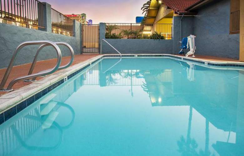 Howard Johnson Express Inn National City/San Diego - Pool - 15
