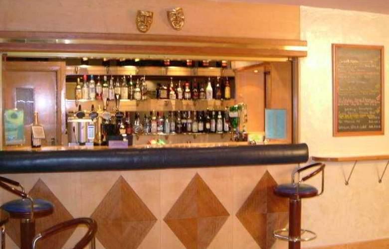 Norfolk Plaza - Bar - 3