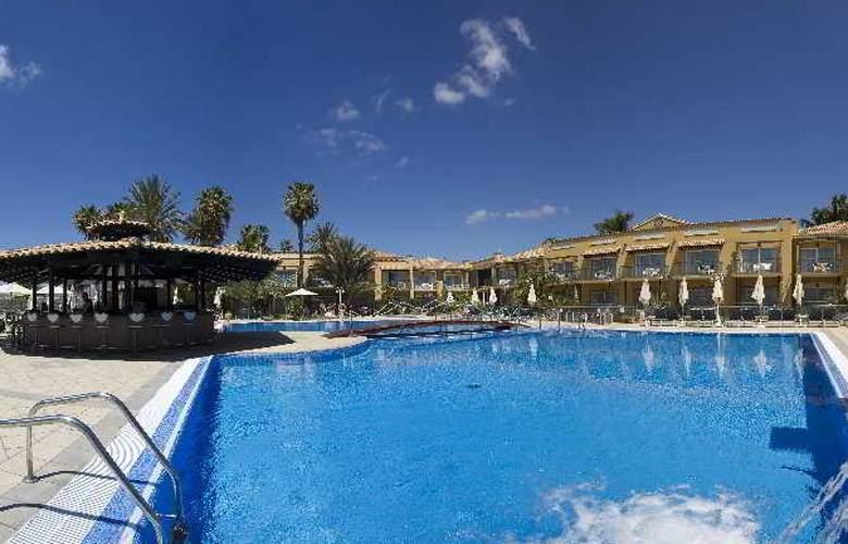 Vital Suites Residencia Salud & Spa - Pool - 7