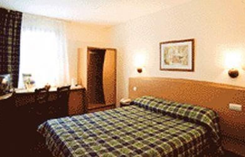 Campanile la Rochelle - Room - 0