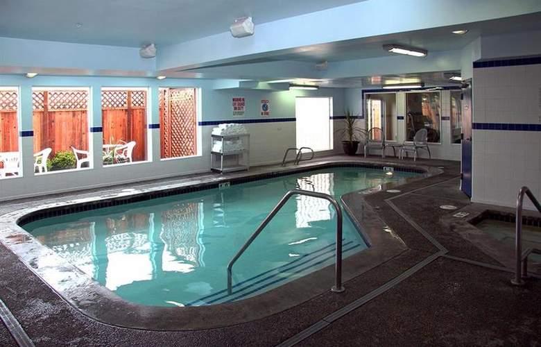 Best Western Plus Navigator Inn & Suites - Pool - 27