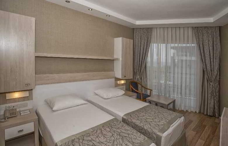 Riviera Hotel - Room - 11