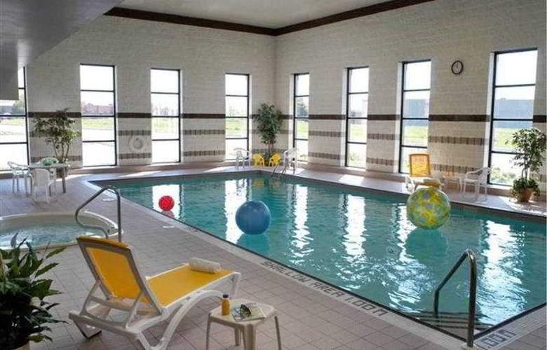 Howard Johnson Toronto Markham - Pool - 4