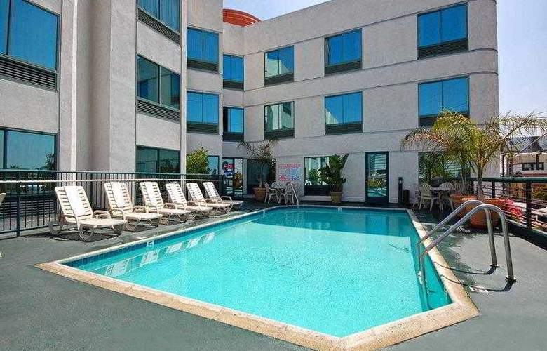 Best Western Plus Suites Hotel - Hotel - 13
