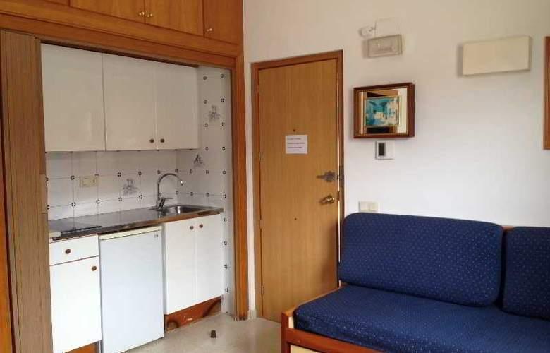 Santi Apartamentos - Room - 4
