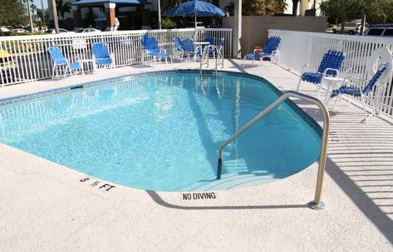 Hampton Inn Tampa/Rocky Point-Airport - Hotel - 3