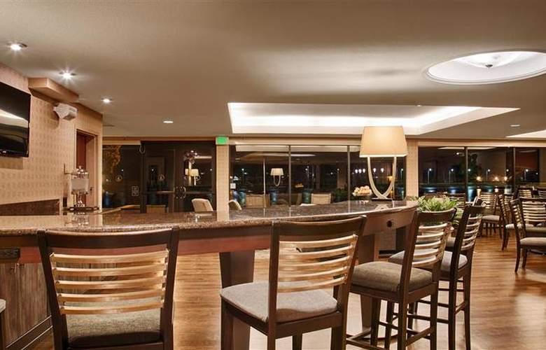 Best Western Plus Bayside Hotel - Restaurant - 40