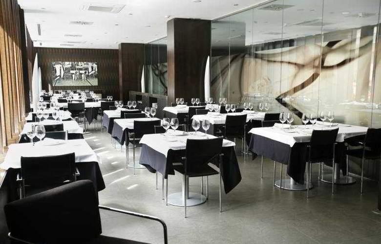 AC Zamora - Restaurant - 13