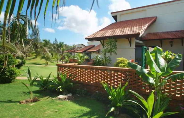 Pandanus Resort - Room - 9