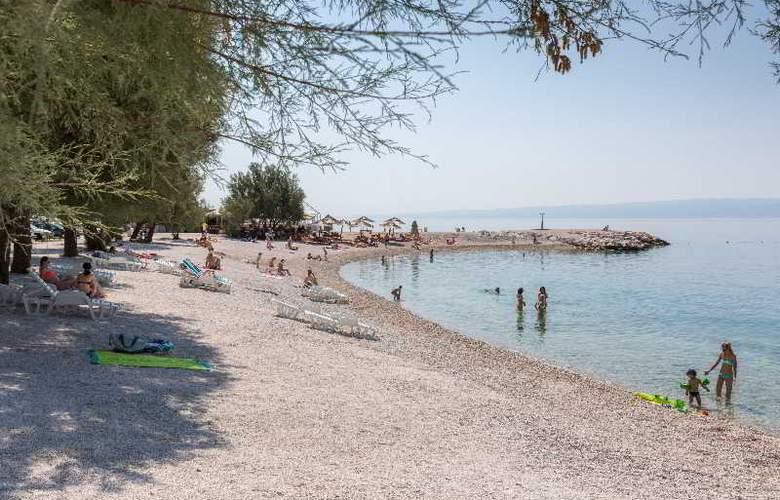 Fanat - Beach - 2