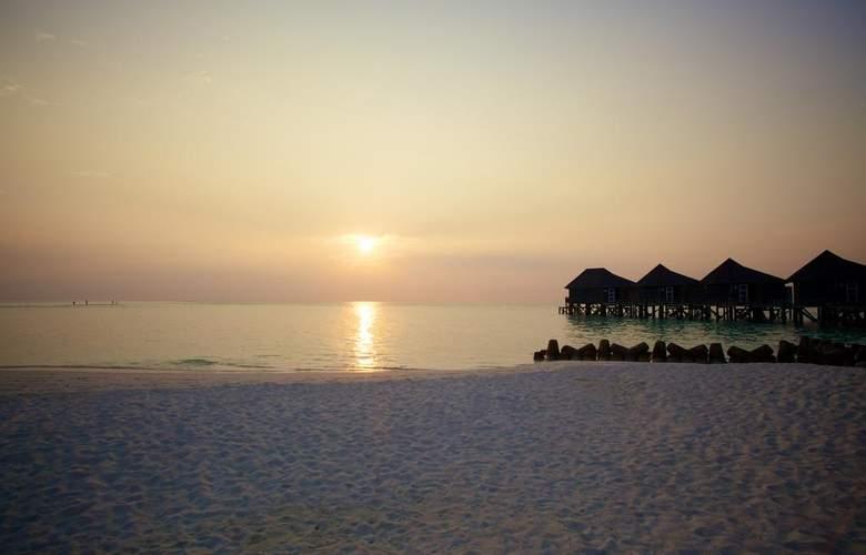 Kuredu Island Resort - Beach - 20