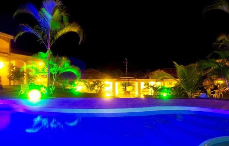 Latitud Hotel - Pool - 1