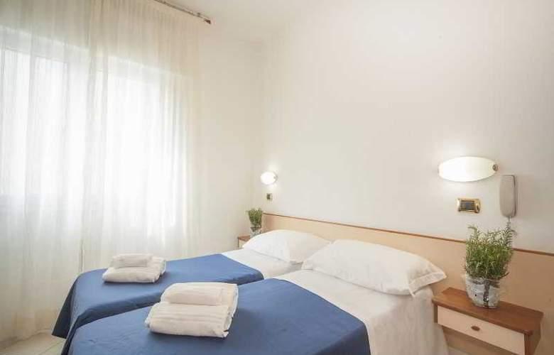 Manola - Room - 16