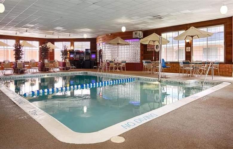 Best Western Greenfield Inn - Pool - 75