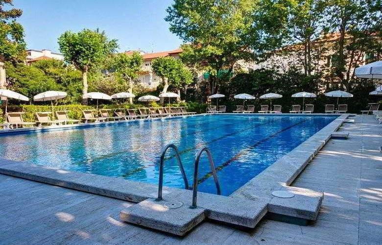 Best Western Premier Collection Grand Royal - Pool - 3