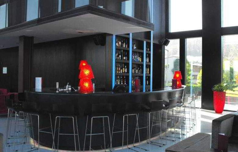 Axis Viana Business & Spa - Bar - 7