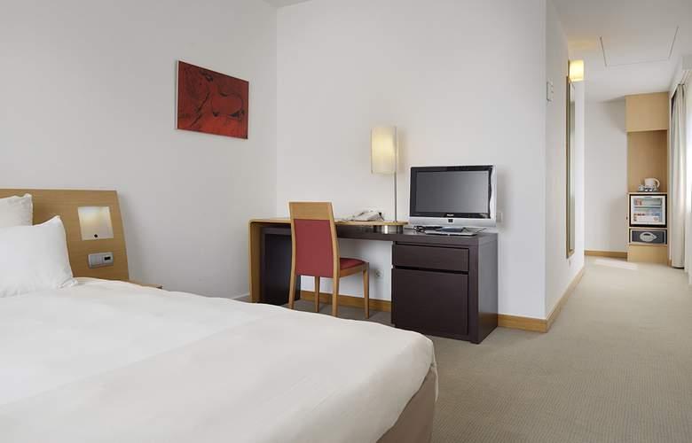 Puerta De Bilbao - Room - 15