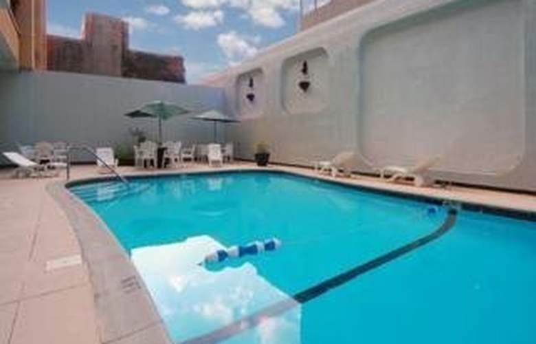 Rodeway Inn - Pool - 4