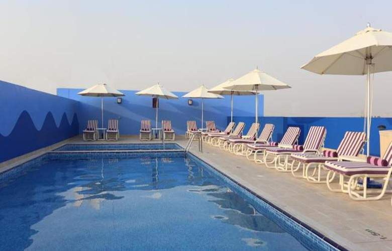 Premier Inn Dubai Investments Park - Pool - 17