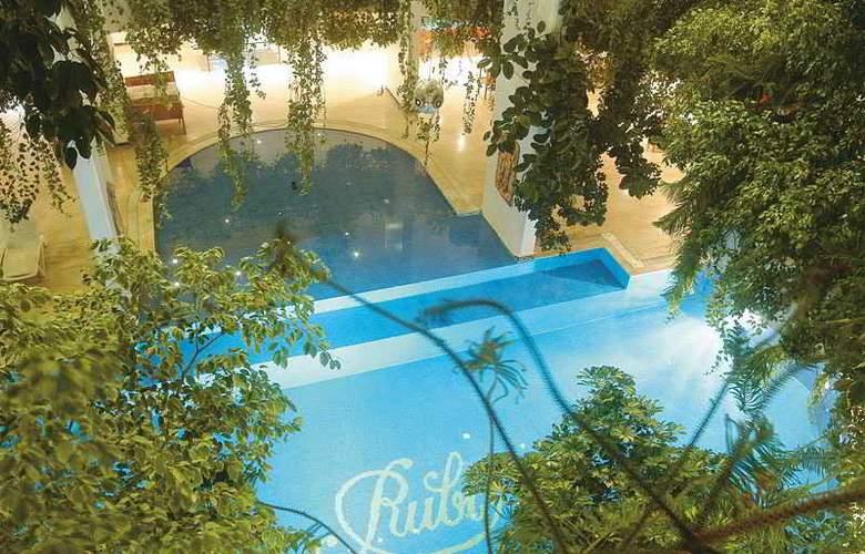 Rubi - Pool - 2