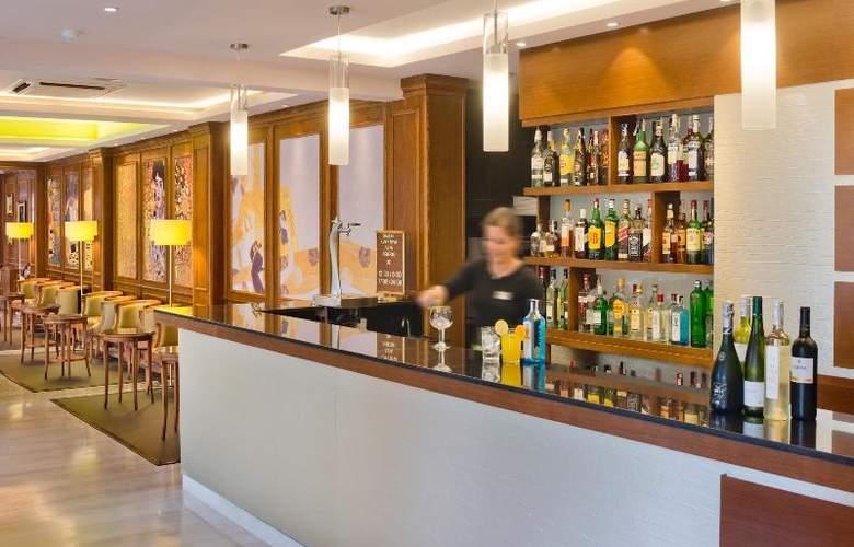 Monica - Bar - 20
