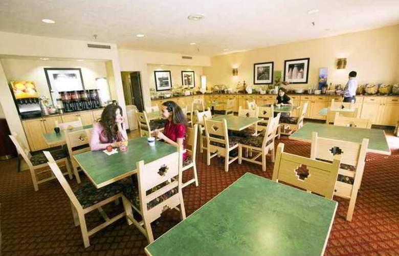 Hampton Inn Santa Fe - Hotel - 3