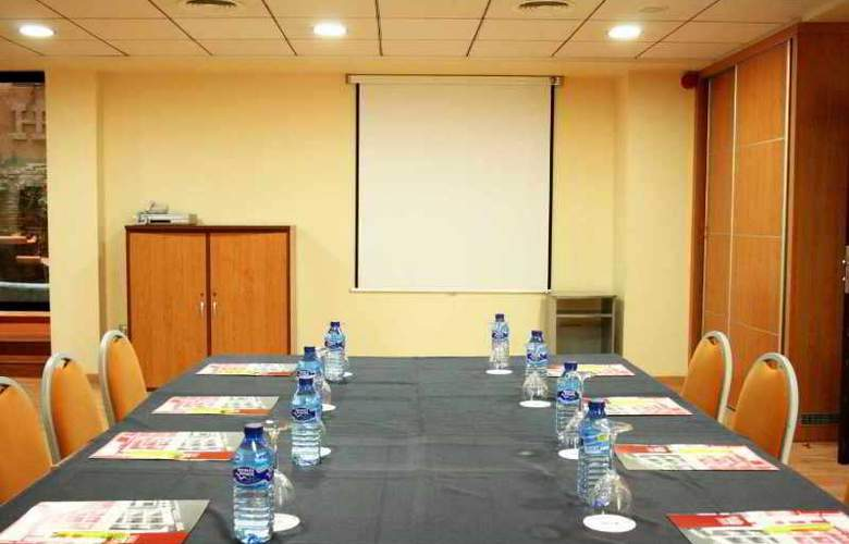 Real - Conference - 4