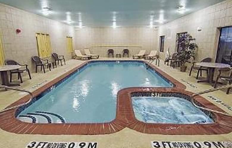 Sleep Inn & Suites near Seaworld - Pool - 5