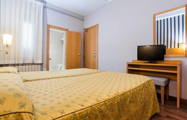 Lyon - Room - 10
