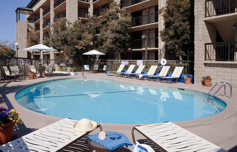 Holiday Inn Express At Monterey Bay - Pool - 6