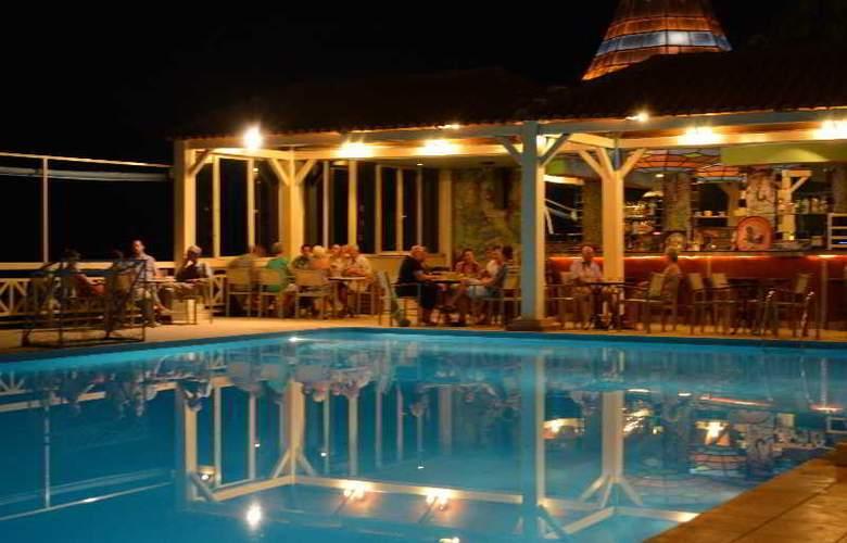 Eden Rock Village Hotel - Bar - 26