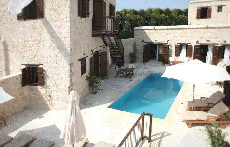 Leonidas Village Houses - Pool - 9