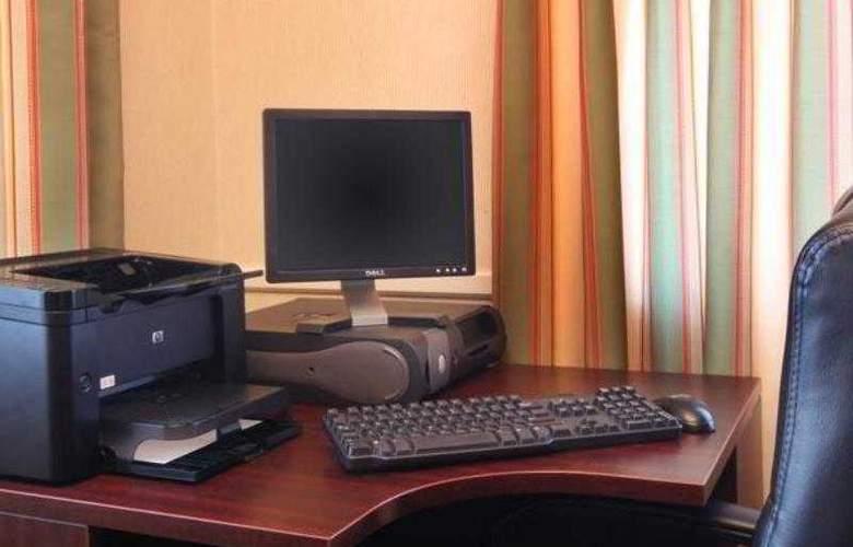Fairfield Inn Erie - Hotel - 9