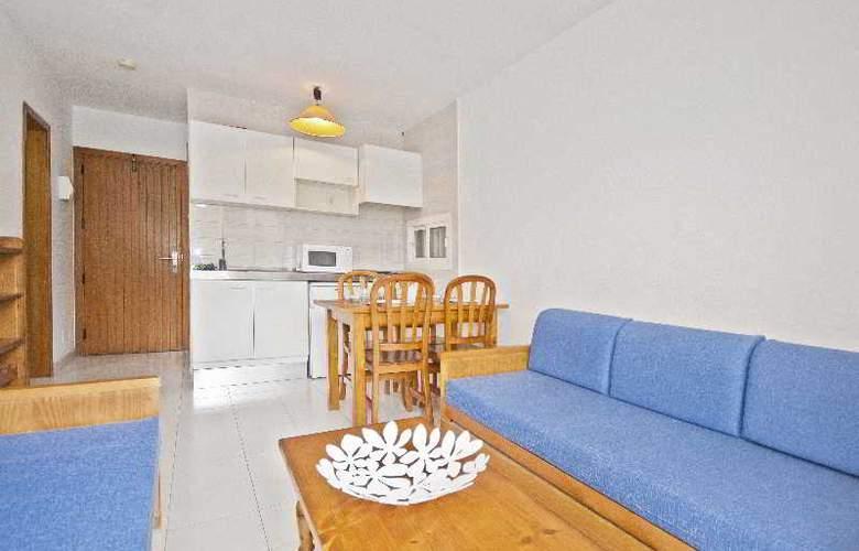 Llevant Apartamentos - Room - 5