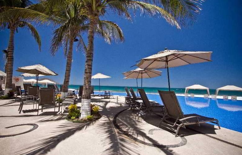 Crowne Plaza Resort Mazatlan - Pool - 38