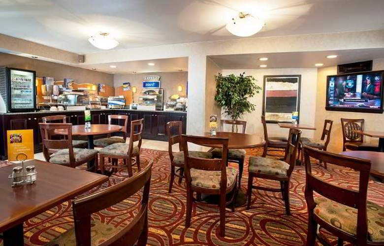 Holiday Inn Express Reston Herndon-Dulles Airport - Restaurant - 3