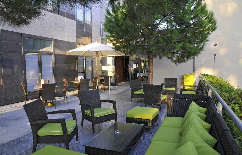 Quality Suites Bordeaux Aéroport & Spa - Terrace - 15