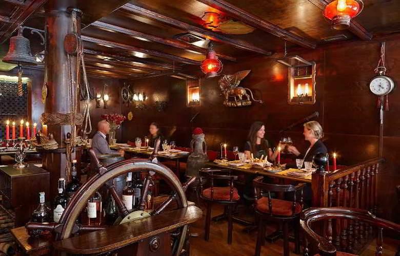 Saturnia and International - Restaurant - 11