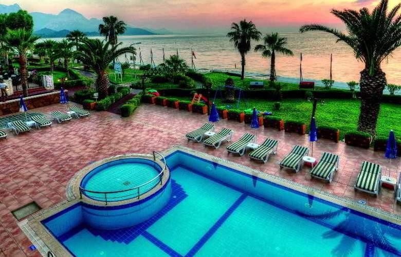 Valeri Beach Hotel - Pool - 8