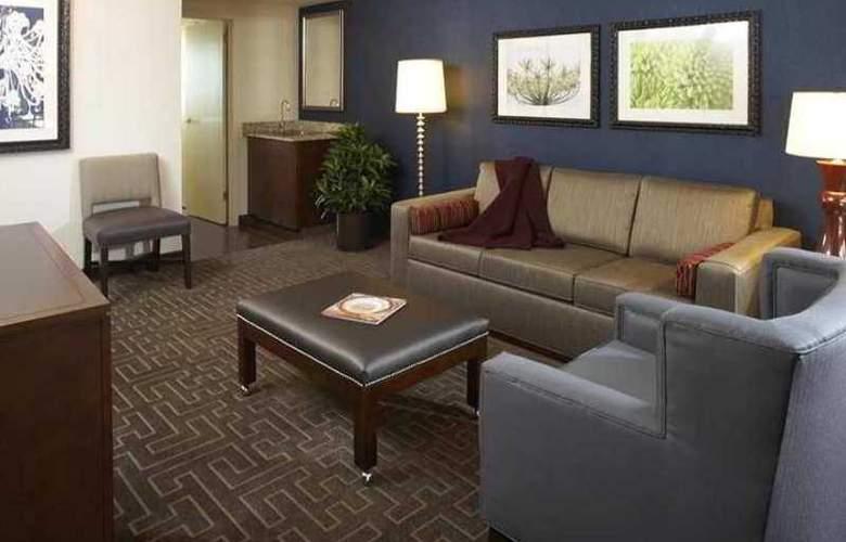 Embassy Suites Atlanta Buckhead - Hotel - 8