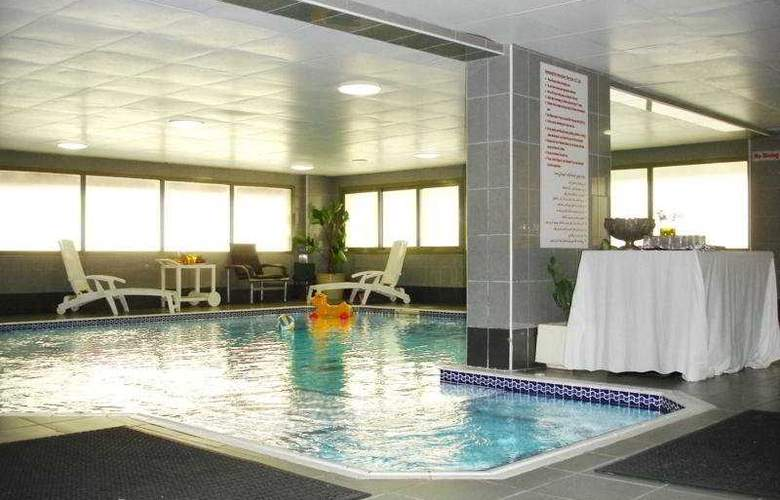 Al Shams Plaza Hotel Apartments - Pool - 12