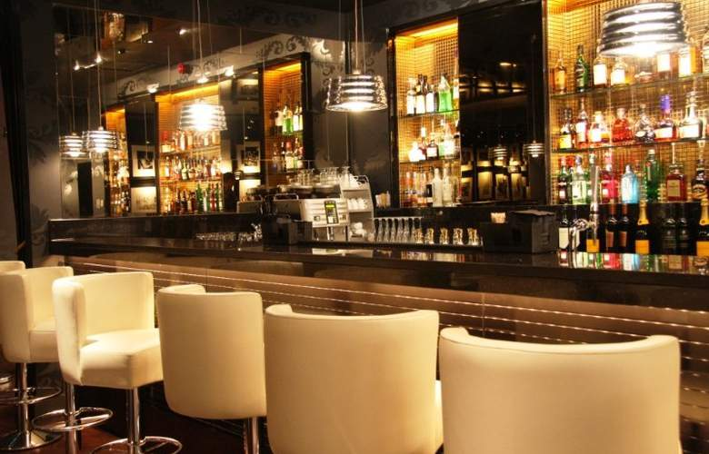 The Vincent - Bar - 11