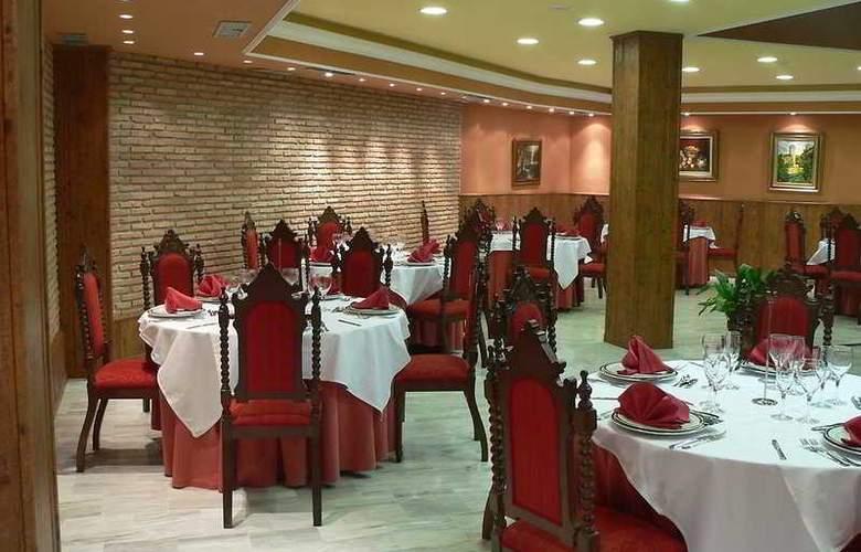 Reyes Ziríes - Restaurant - 10