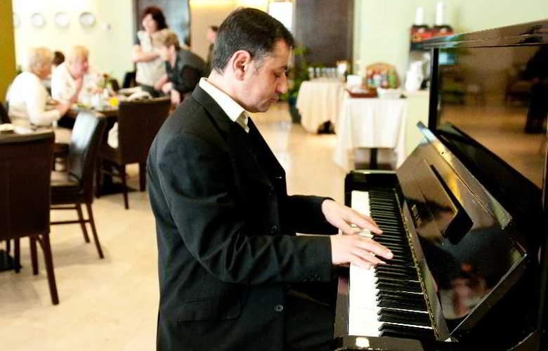 Prima Royale - Restaurant - 42