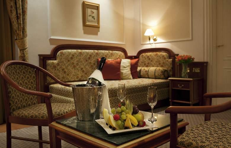 Ambassador-Zlatá Husa - Hotel - 4