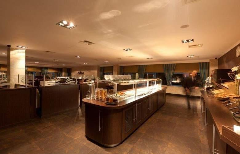 XO Hotels Blue Square - Restaurant - 53