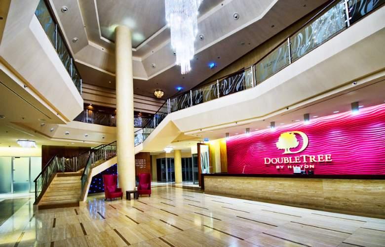 DoubleTree by Hilton Hotel Bratislava - General - 12