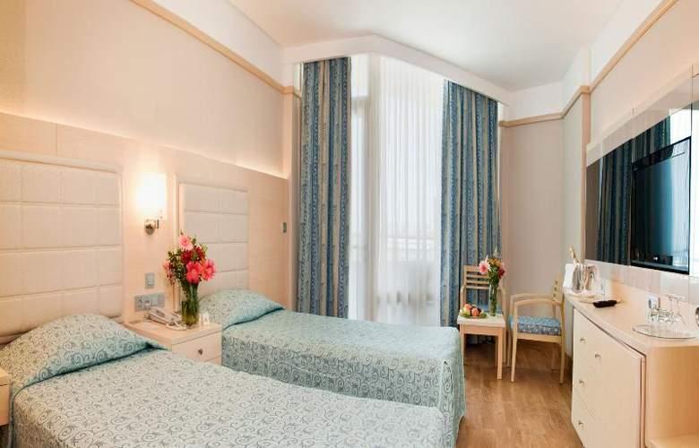 Golden Coast Resort - Room - 17